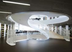 Helsinki University Main Library / The main staircase / Photograph by Veikko Somerpuro, 2012