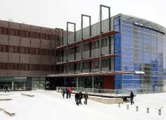 Helsinki City Library, Viikki / The main entrance of the Korona / Photograph by Eero Roine, 2008